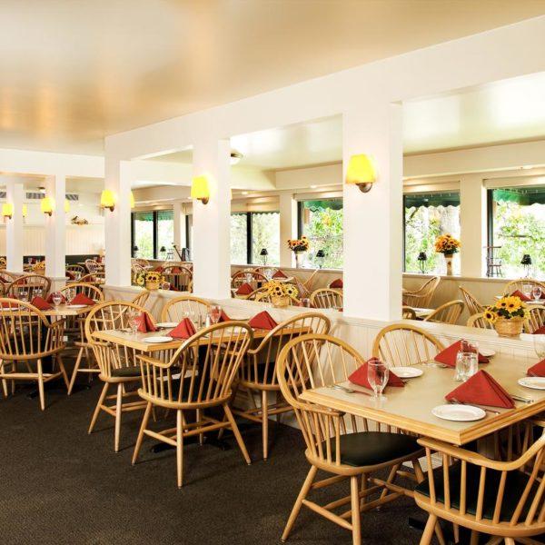 Lobstick Lodge, Jasper, Dining