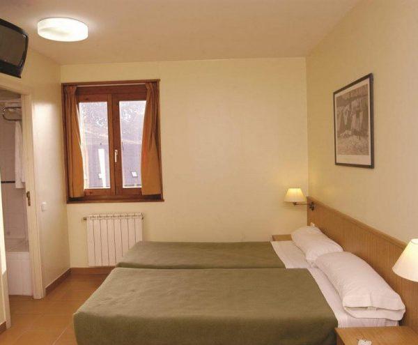 hotel-taull-bedroom